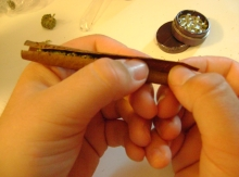 rolling a blunt